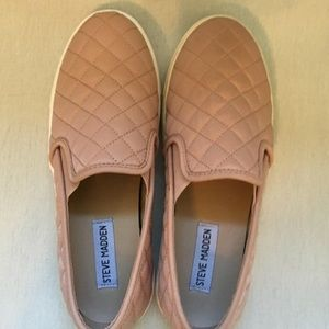 Steve Maddens Shoes Size 7.5 ecntrocol quilted